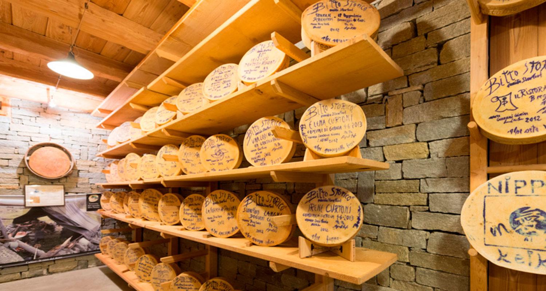 Forma-Bitto-con-dedica-al-Museo-del-Bitto-Gerola